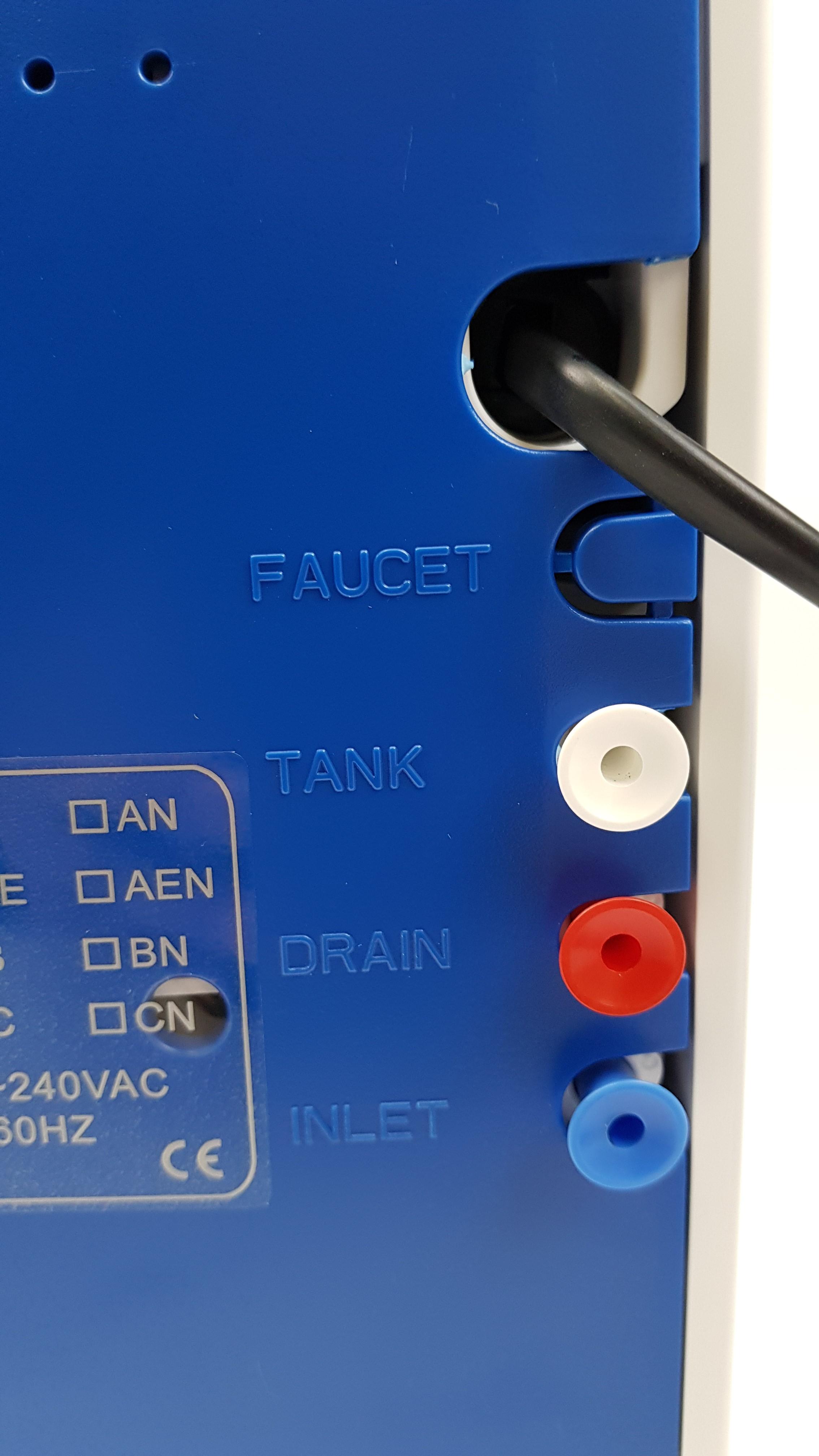 Vier Anschlüsse: Strom, Osmosewasser, Abwasser, Zulauf